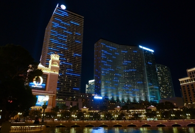 Las_Vegas_-_The_Cosmopolitan_6882640729.jpg
